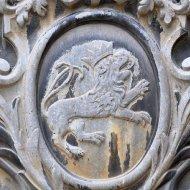 Wappen an der Außenfassade