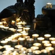 Diesen Kerzenständer fand ich unheimlich, so dunkel