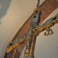 Kreuz im Altarraum