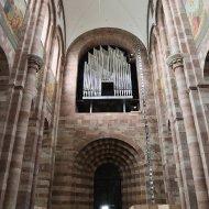 Blick nach hinten zur Orgel
