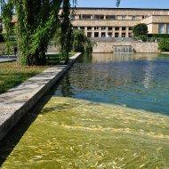 Teich im ersten Hof